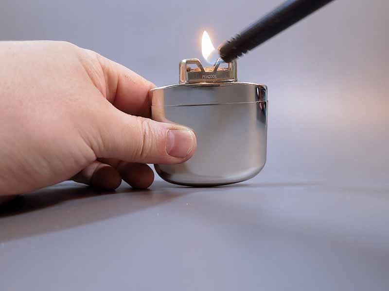 炎を上から3~5秒プラチナ触媒にあてる border=